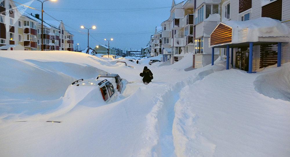 50 nuances de blanc un cyclone transforme l le de sakhaline en immense montagne de neige. Black Bedroom Furniture Sets. Home Design Ideas