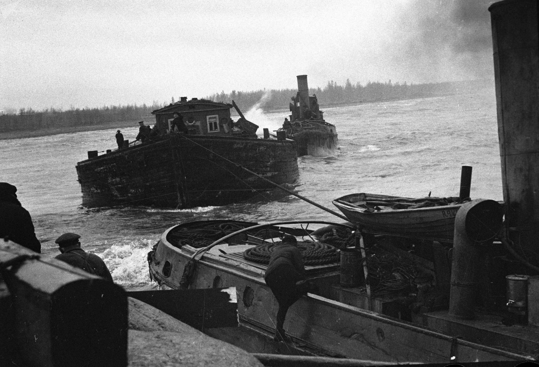 Acheminement de vivres à Leningrad via la Route de la vie