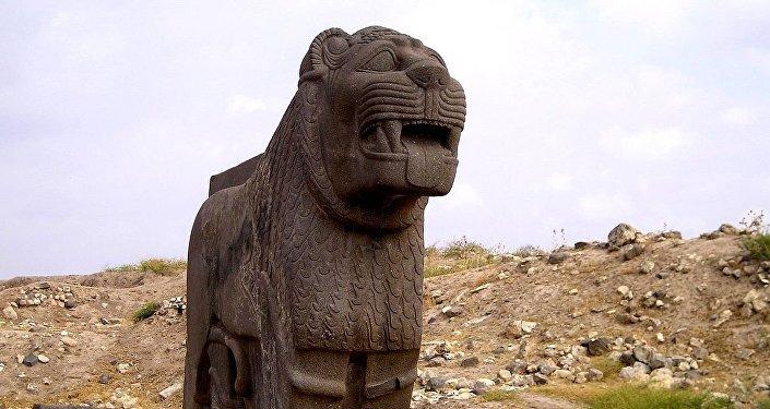 Énorme lion en basalte, le temple de Ain Dara