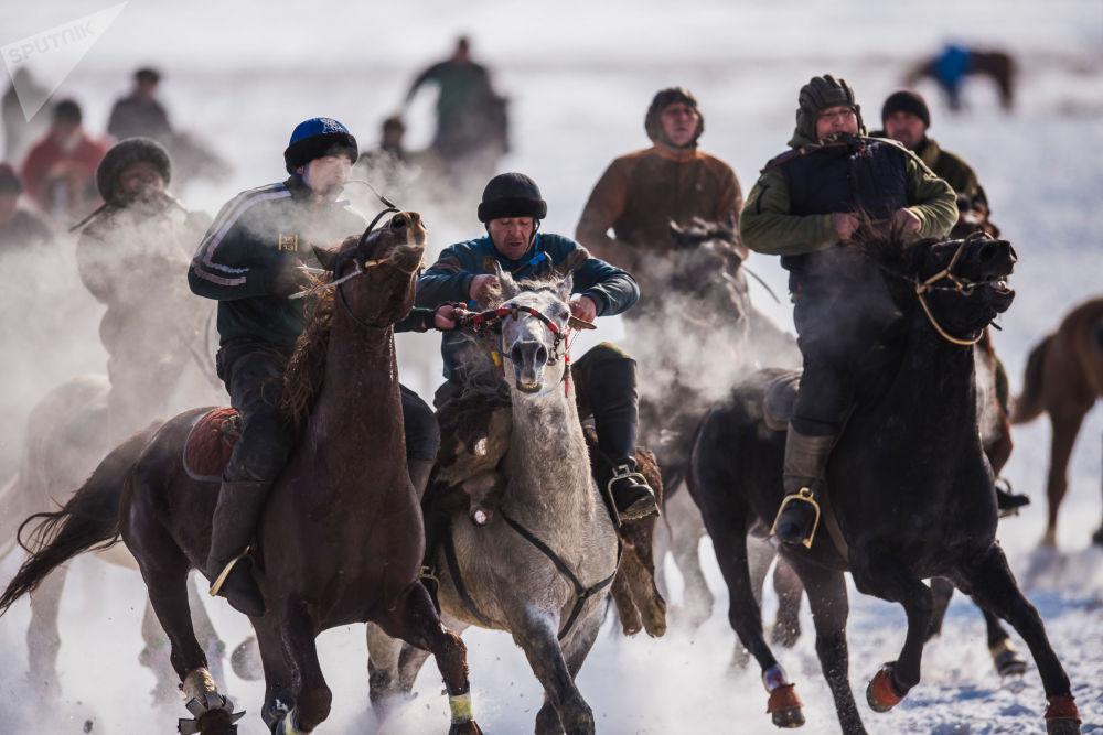 Le jeu national du kok-borou en Kirghizie