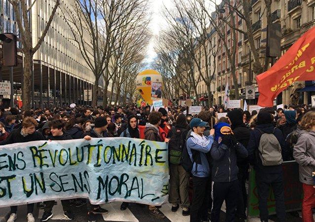 Des lycéens manifestent à Paris contre la réforme de l'admission à l'université
