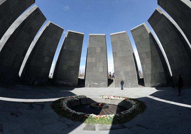 Вечный огонь Мемориала жертв геноцида армян Цицернакаберд.