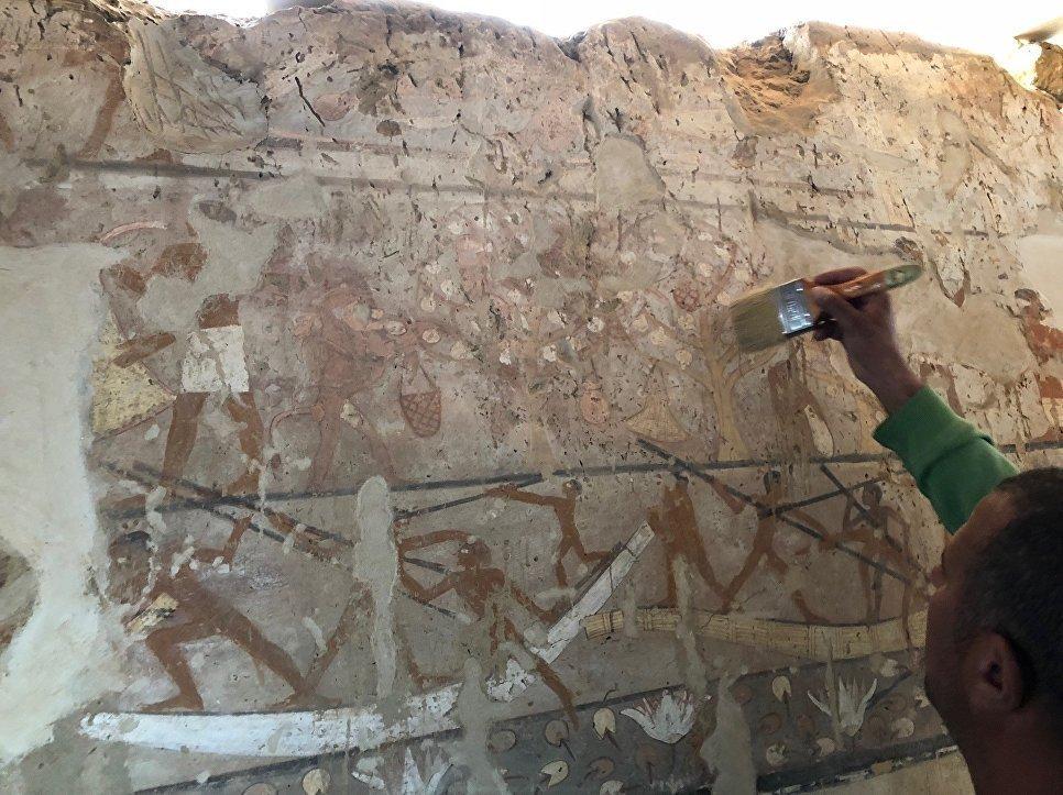 La tombe ancienne d'une prêtresse découverte — Egypte