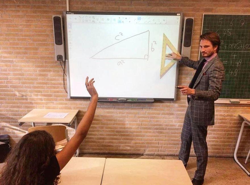 Robert lors des cours à l'école