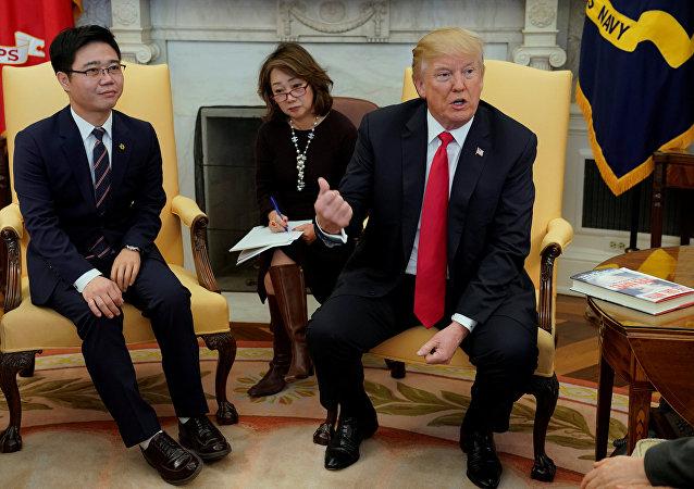 Donald Trump rencontre des transfuges nord-coréens