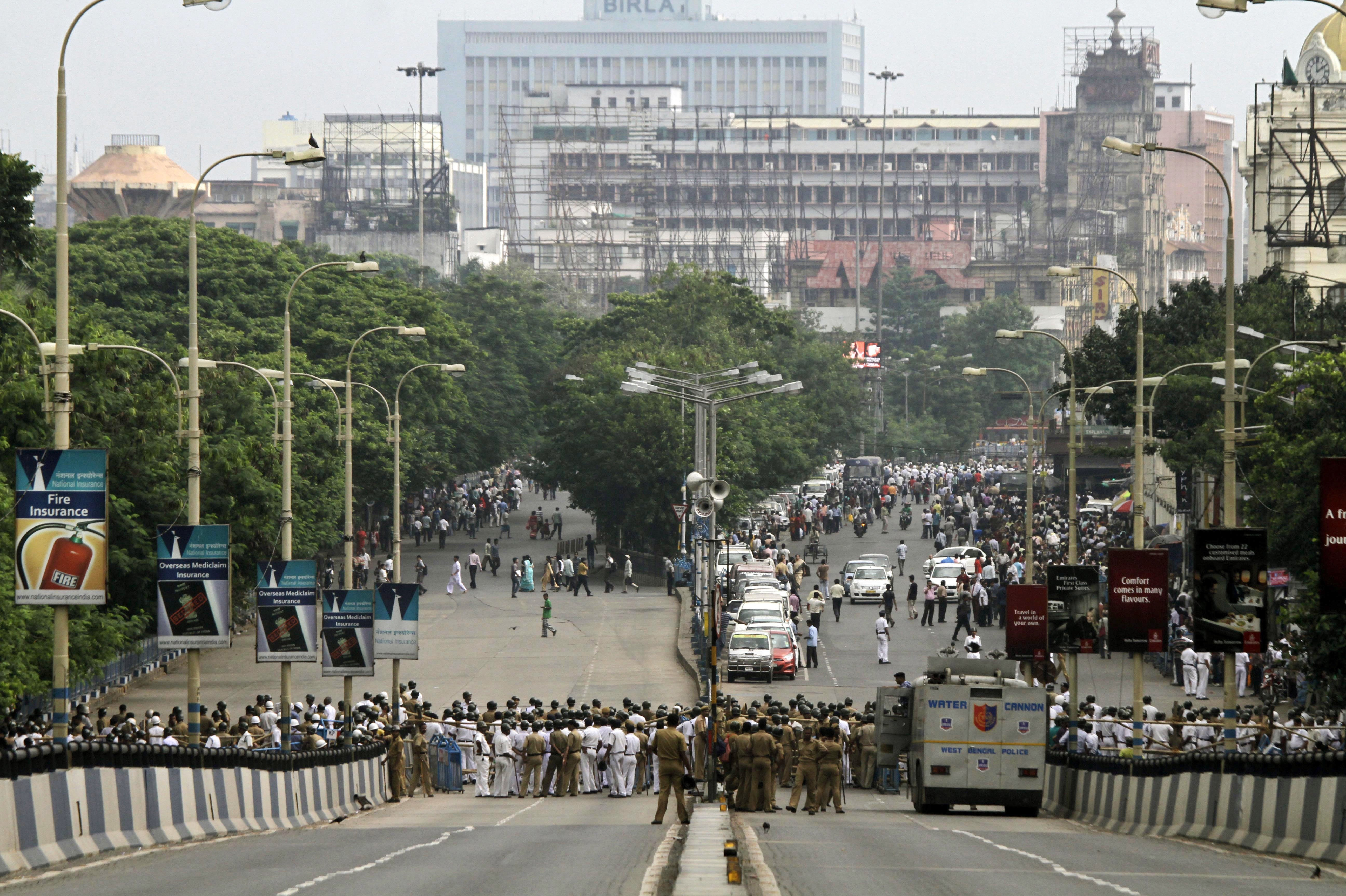Un pont menant vers le consulat des Etats-Unis à Calcutta
