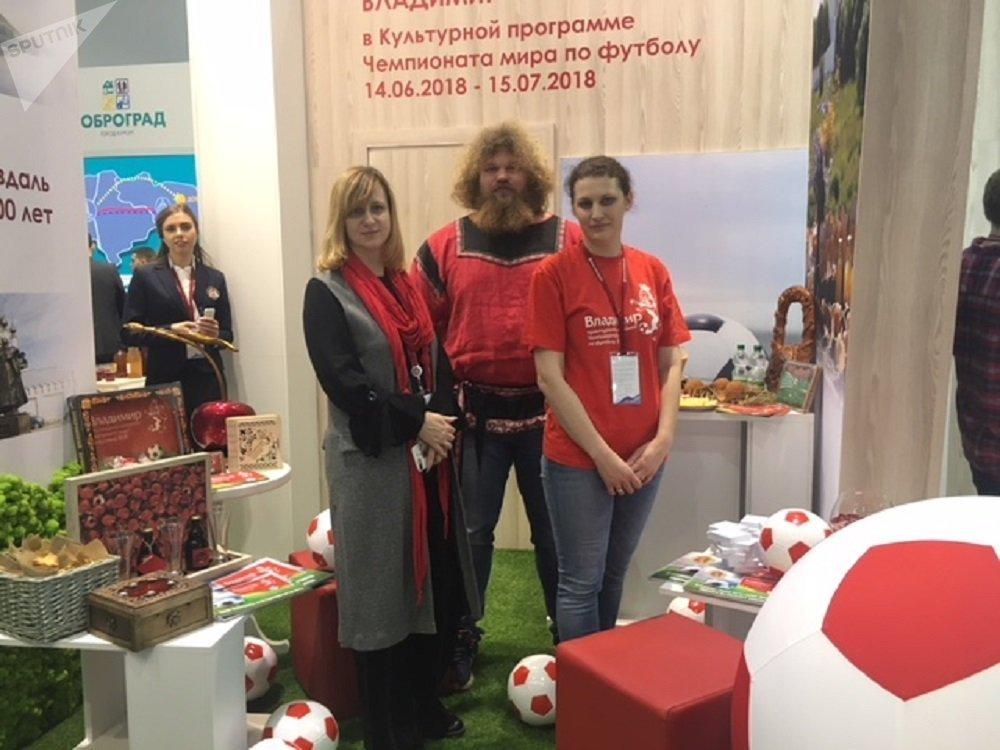 Elena Pereskokova (à gauche), présidente du comité pour le tourisme de la région de Vladimir