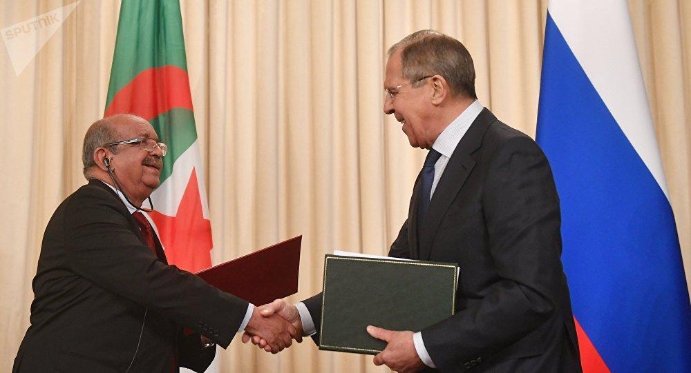 Réunion des ministres des Affaires étrangères de la Fédération de Russie et de l'Algérie S. Lavrov et A. Messaela
