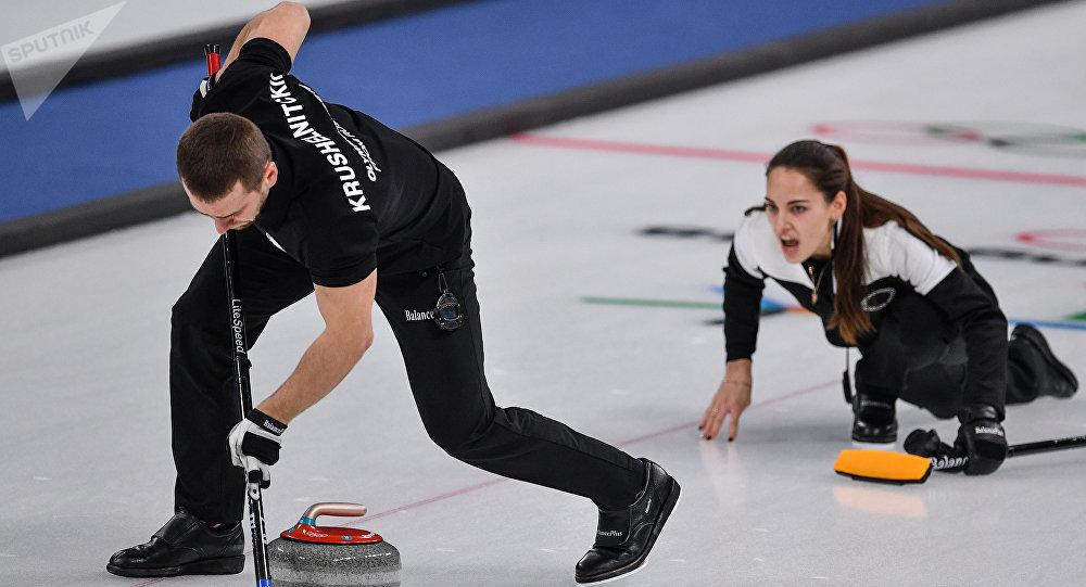 Alexander Krushelnitsky et Anastasia Bryzgalova au tournoi olympique de curling 2018