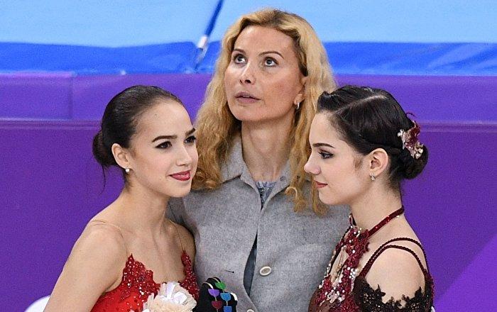 Alina Zagitova, Evguenia Medvedeva et leur entraîneur Etéri Toutbéridzé