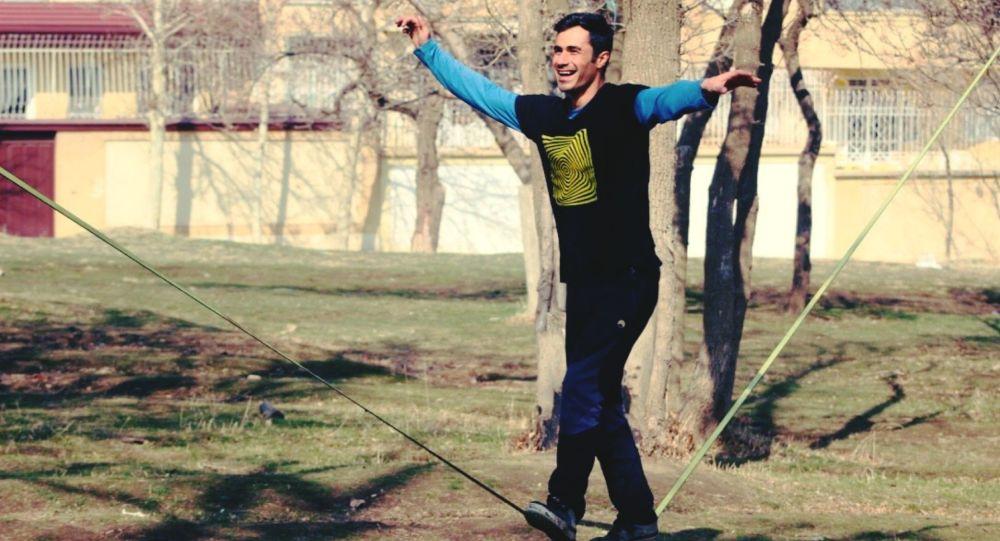 Les jeunes Iraniens choisissent la slackline. Pourquoi?