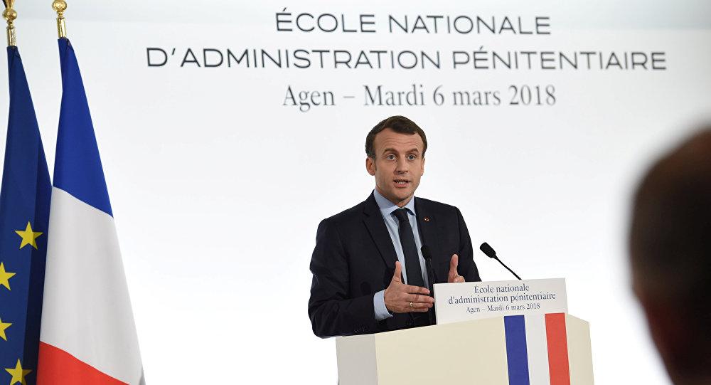 Emmanuel Macron à l'École de l'administration pénitentiaire d'Agen (Lot-et-Garonne)