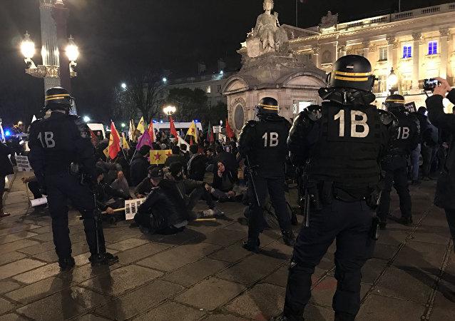 Une manifestation de Kurdes devant l'ambassade des USA, 13 mars 2018