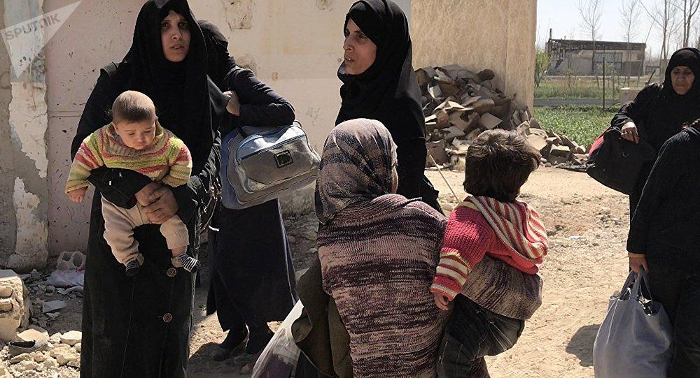 Des civils ayant quitté la Ghouta orientale