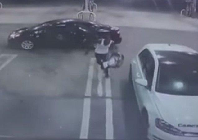 Un «gentil» délinquant a volé une voiture avec un bébé…