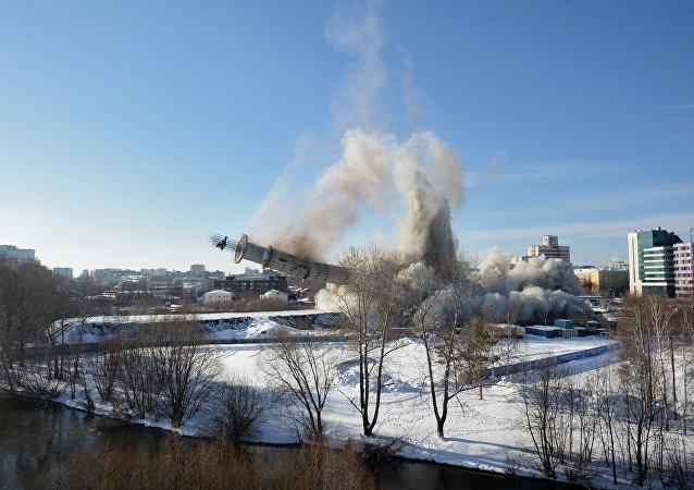 La démolition de la tour de télévision d'Iekaterinbourg