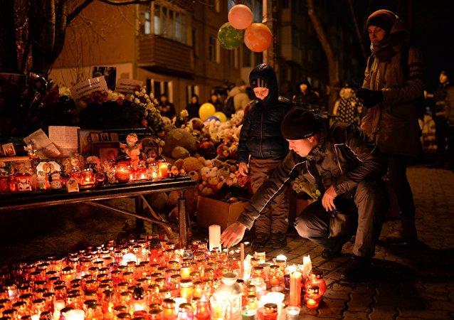Hommage aux victimes de l'incendie à Kemerovo