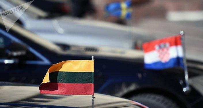 Des véhicules d'ambassades étrangères devant le siège du ministère russe des Affaires étrangères