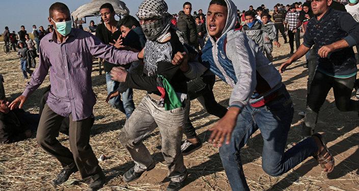 Protestataires palestiniens à la frontière entre Israel et Gaza