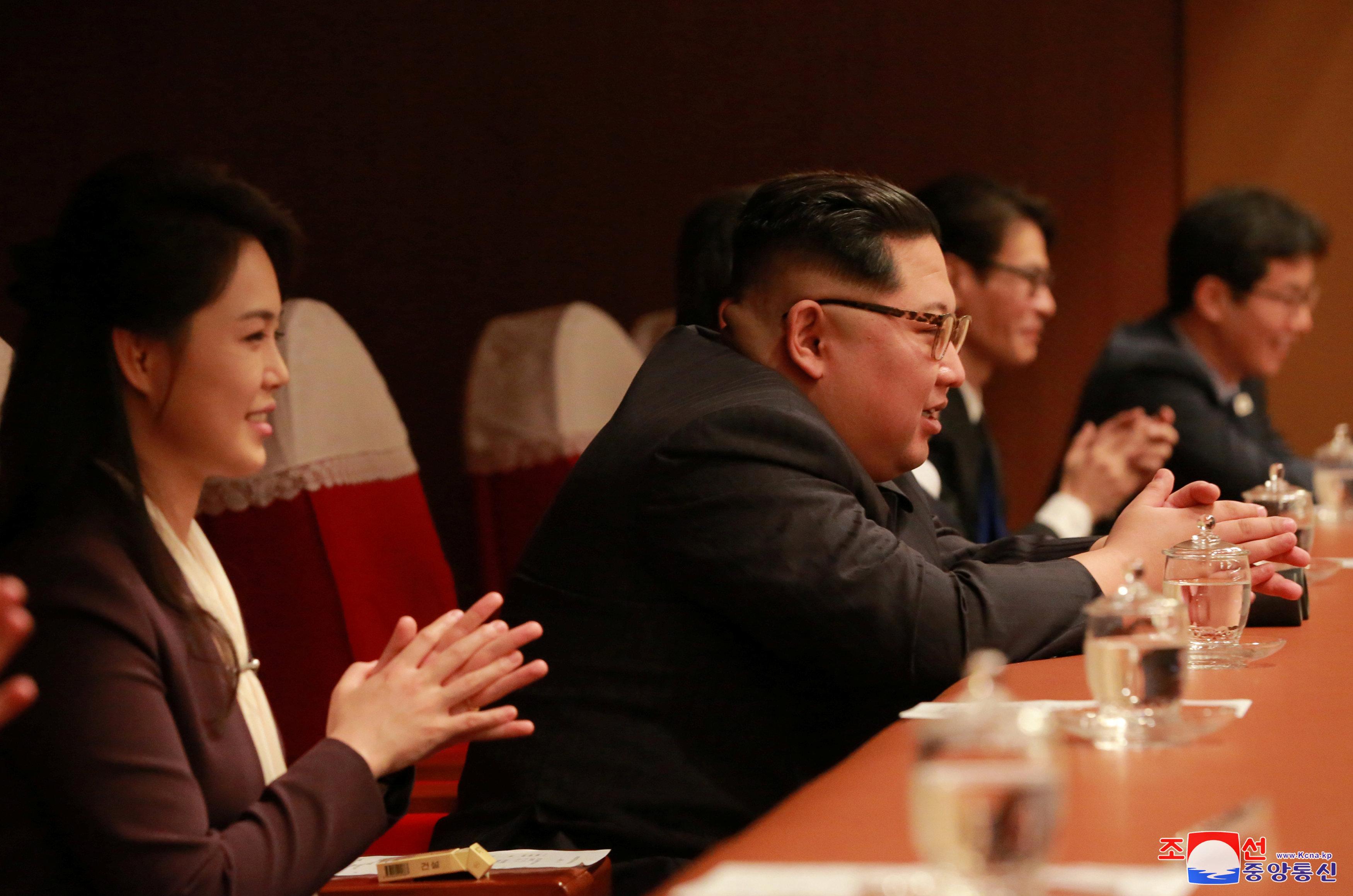 Kim Jong-un et son épouse Ri Sol-ju lors d'un concert sud-coréen