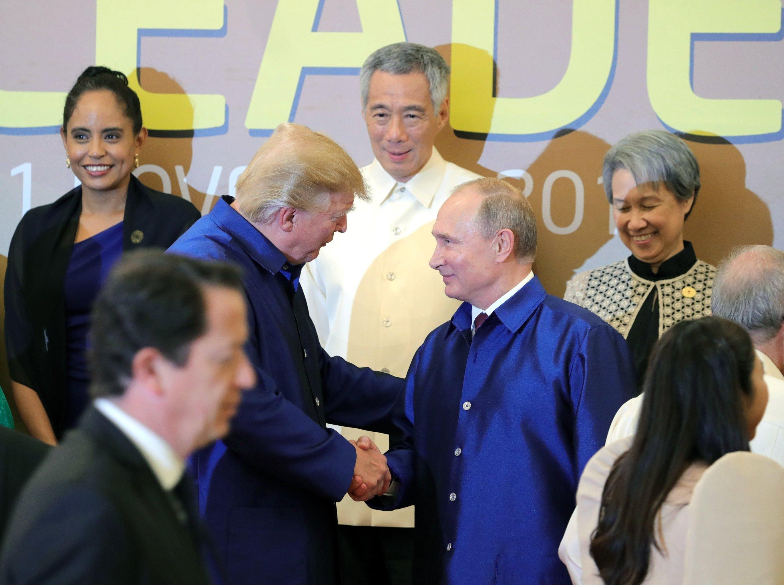 Vladimir Poutine et Donald Trump lors du sommet de l'APEC au Vietnam