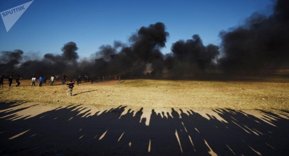 Un avion israélien ouvre le feu dans la bande de Gaza en riposte aux ballons incendiaires
