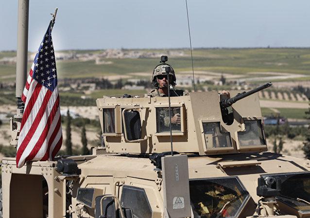 Un soldat américain à la frontière syrienne