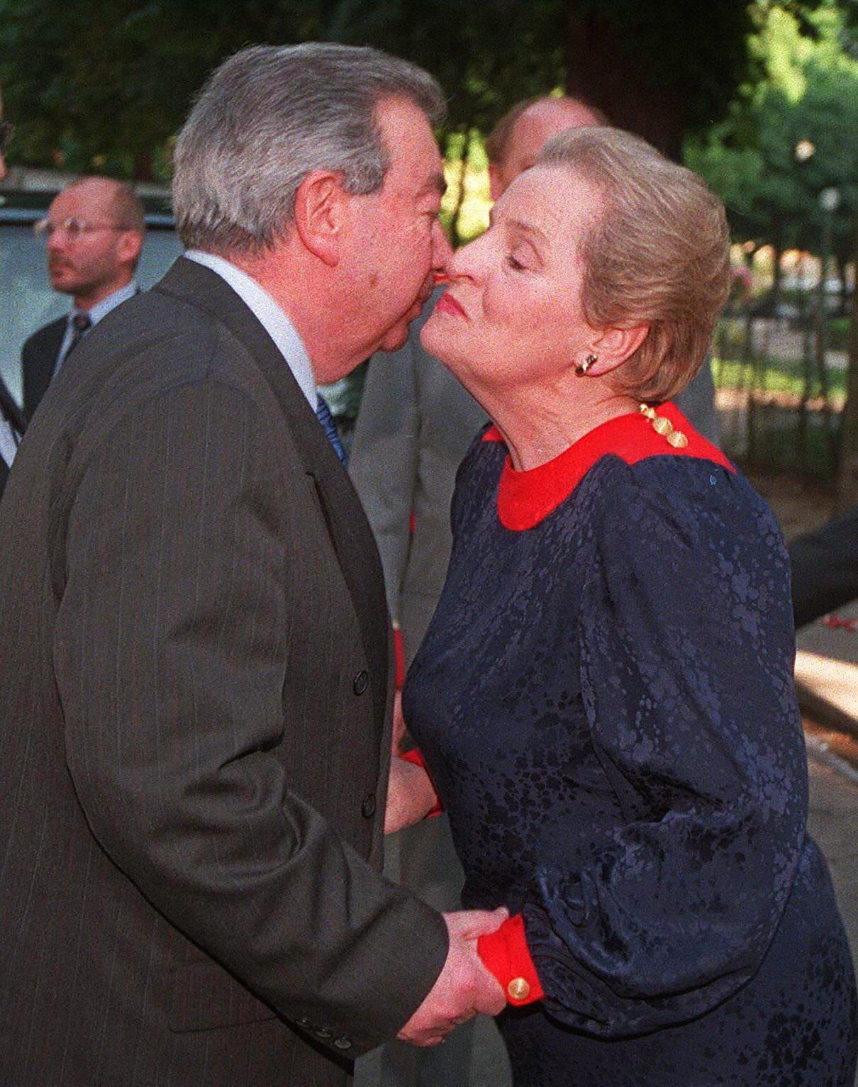 Evgueni Primakov et Madeleine Albright