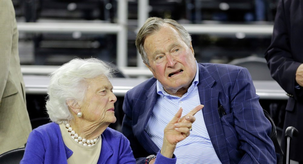 George H.W. Bush et his wife Barbara Bush