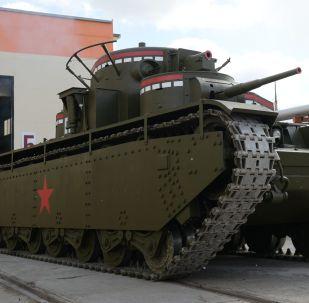 Un char T-35 avec cinq tourelles a été reconstitué dans l'Oural