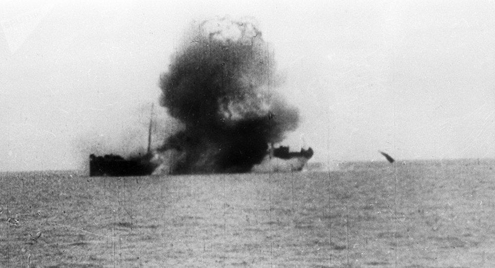 Un navire torpillé pendant des exercices navals (archives photo)