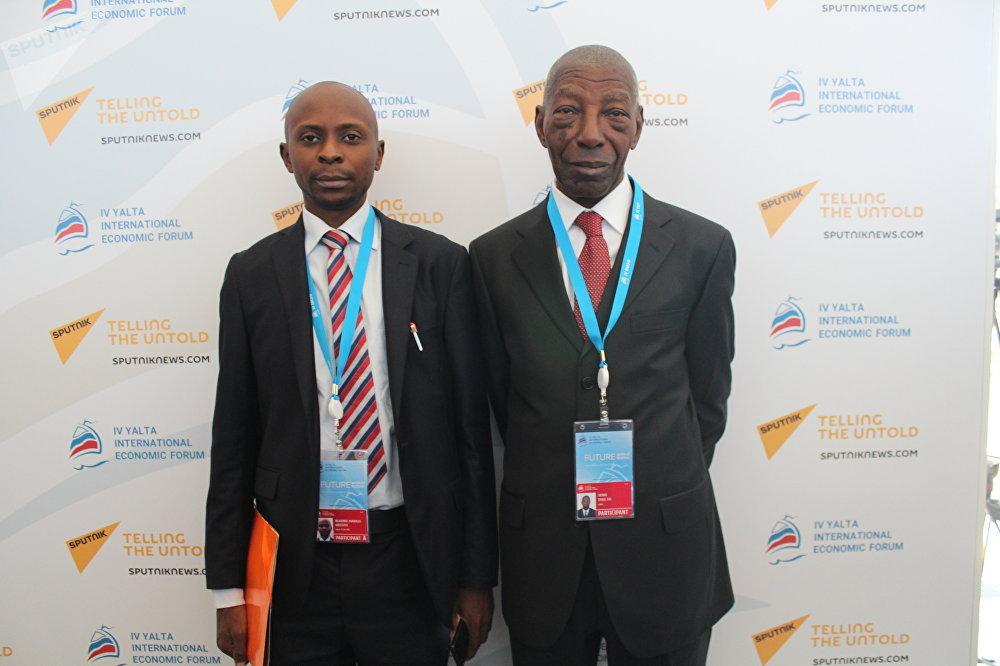 Aristote Ngarime-Mabago, à gauche, avec son collègue ivoirien