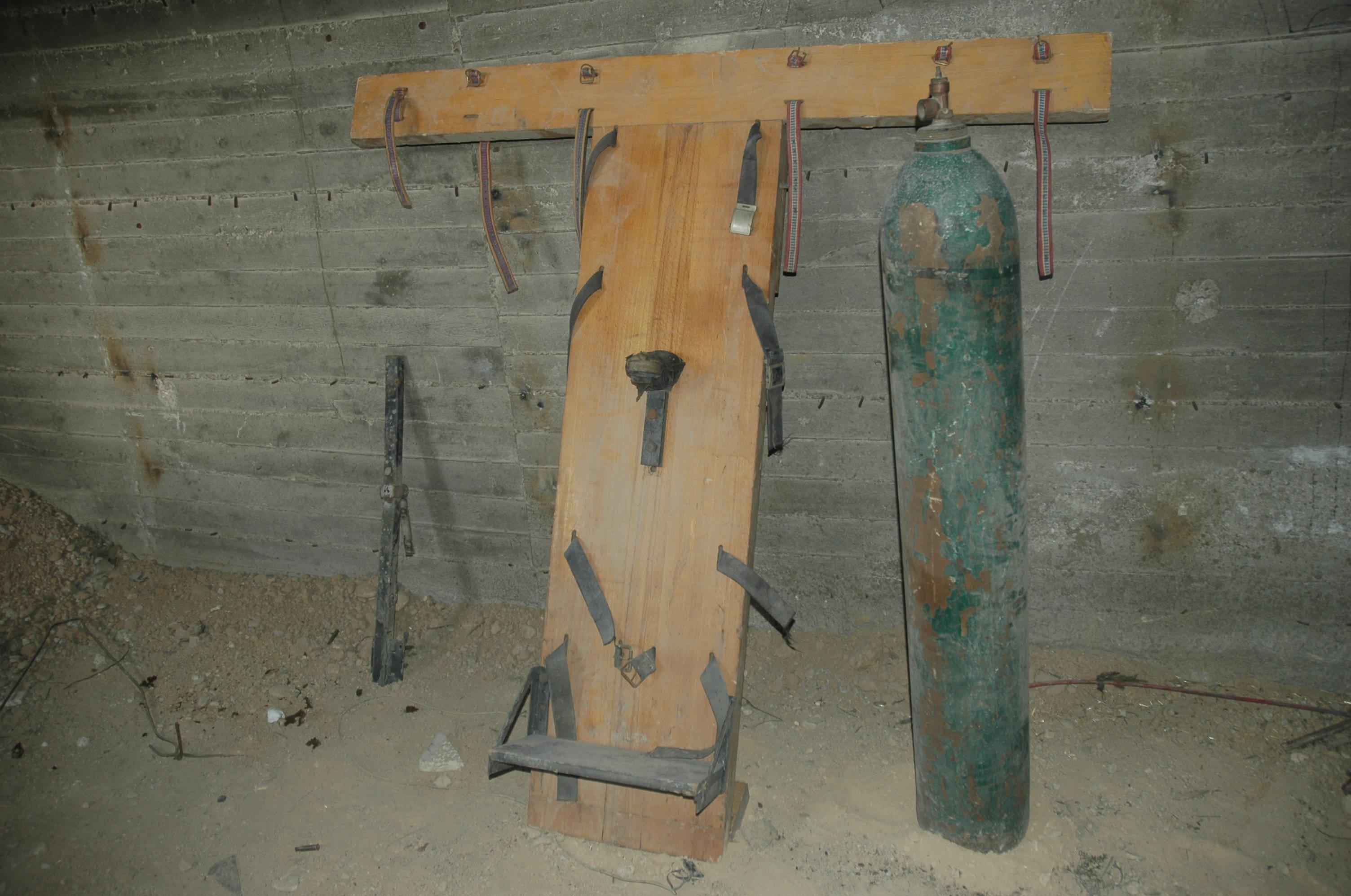 À l'intérieur d'une prison des radicaux à Douma