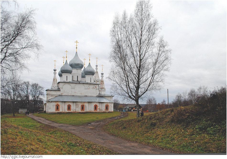 La cathédrale de l'Élévation de la Croix de Toutaïev
