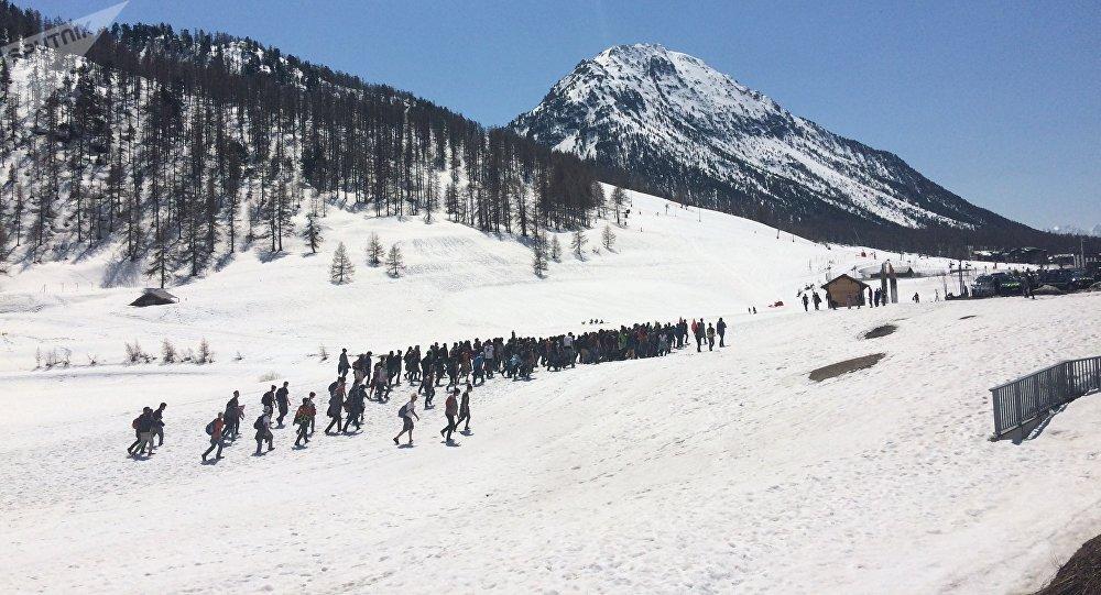 Samedi 21 avril, Génération identitaire bloquait le col de L'échelle, dans les Hautes Alpes