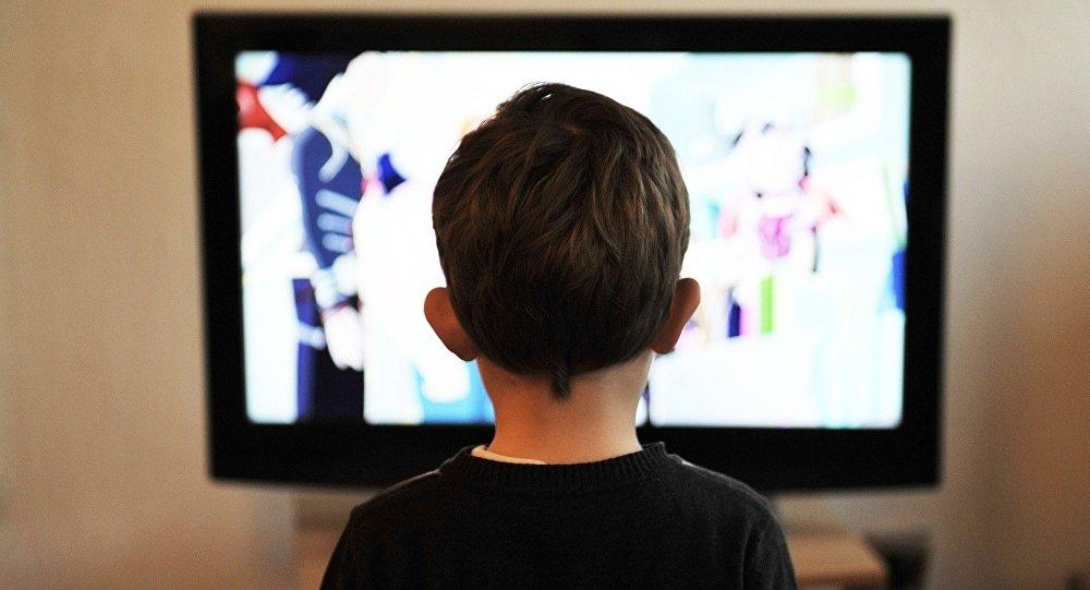 Le futur est à votre porte: un hologramme remplace un animateur TV