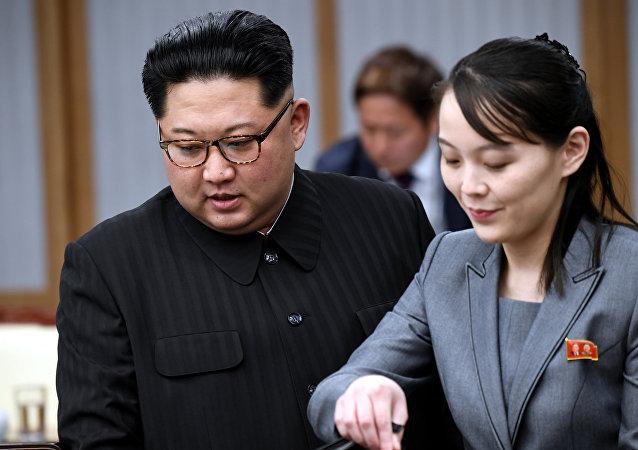 Kim Jong-un et Kim Yo-jong