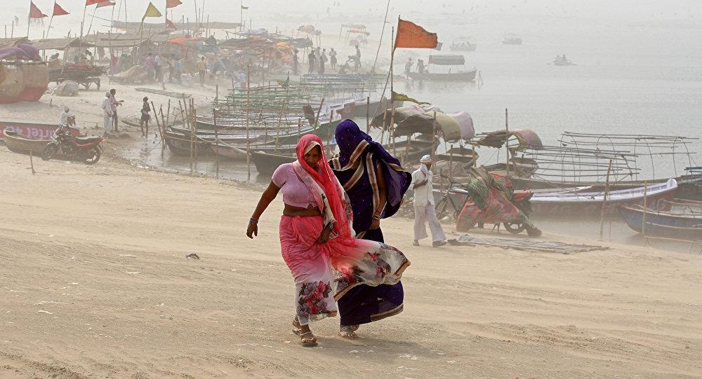 Le bilan s'alourdit à au moins 80 morts — Inde/tempête
