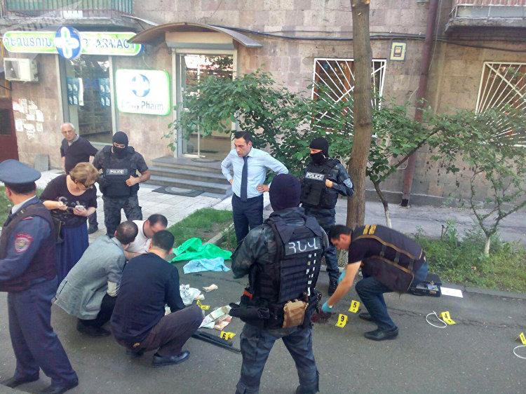 Près d'une succursale de la banque HSBC à Erevan