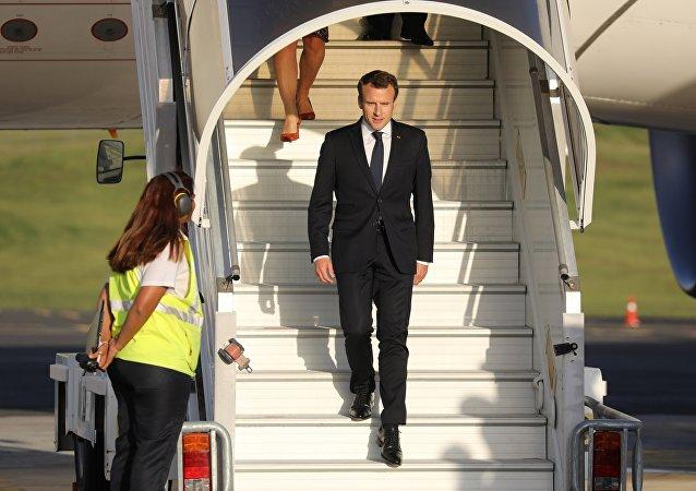 Emmanuel Macron est arrivé ce 3 mai en Nouvelle-Calédonie