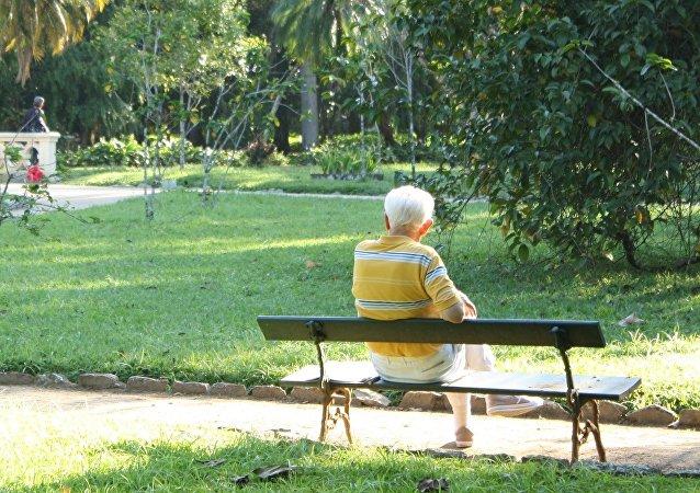 Un vieil homme (image d'illustration)