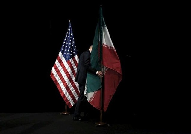Les drapeaux américain et iranien