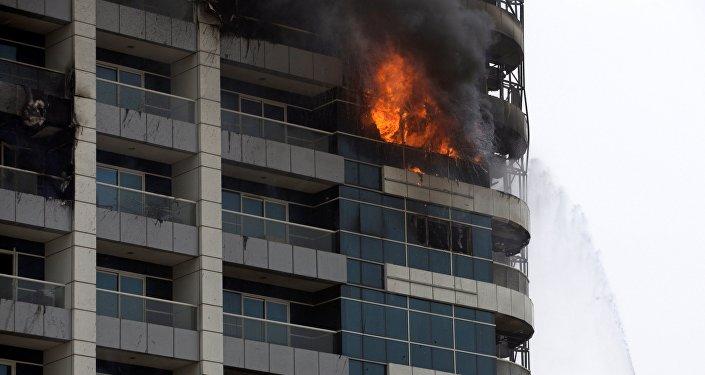 Un violent incendie éclate dans une tour de Dubaï