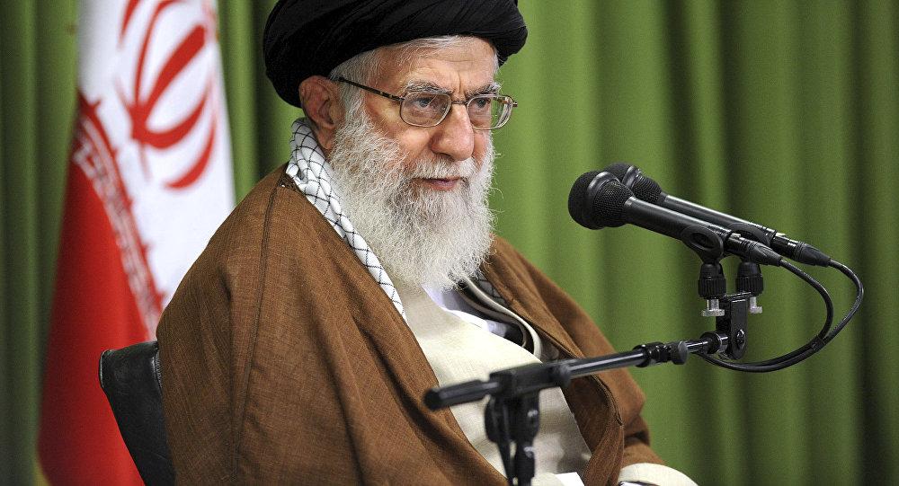 Le Guide suprême iranien Khamenei