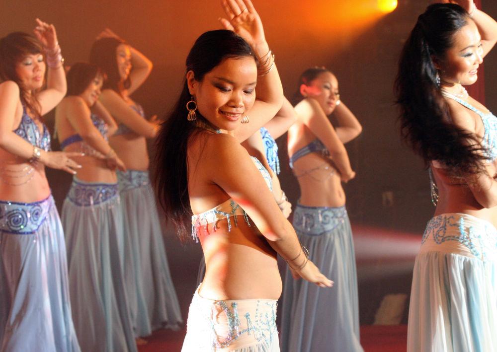 Danseuses orientales à travers le monde