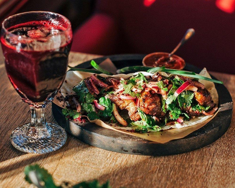 Côtes de bœuf mijotées au restaurant 5642 Vyssota à Sotchi