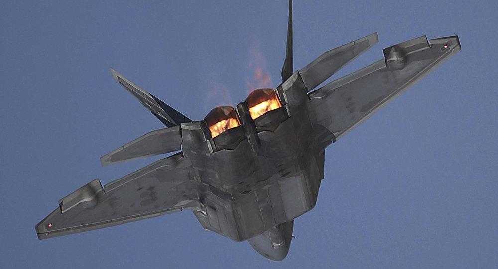 un F-22