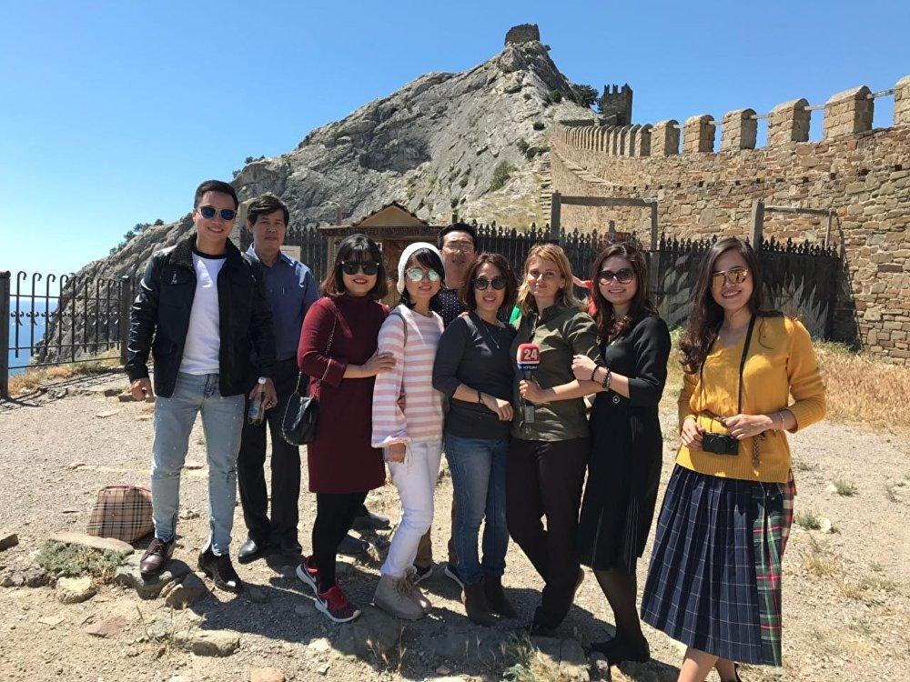 Une délégation vietnamienne en Crimée