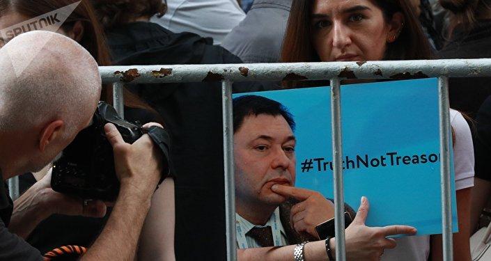 Manif de soutien au journaliste Vychinski