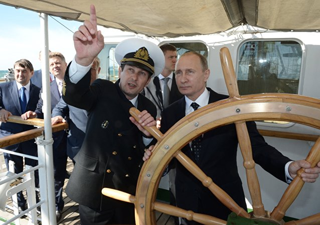Sur terre, dans les airs, sous l'eau: quels moyens de transport Poutine a-t-il piloté?